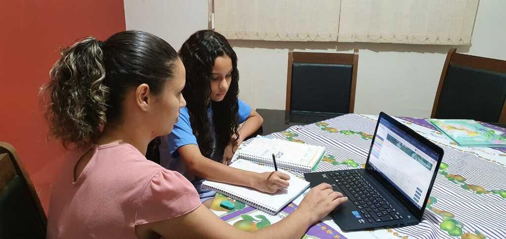 Aulas da Escola Adventista continuam por meio de plataforma