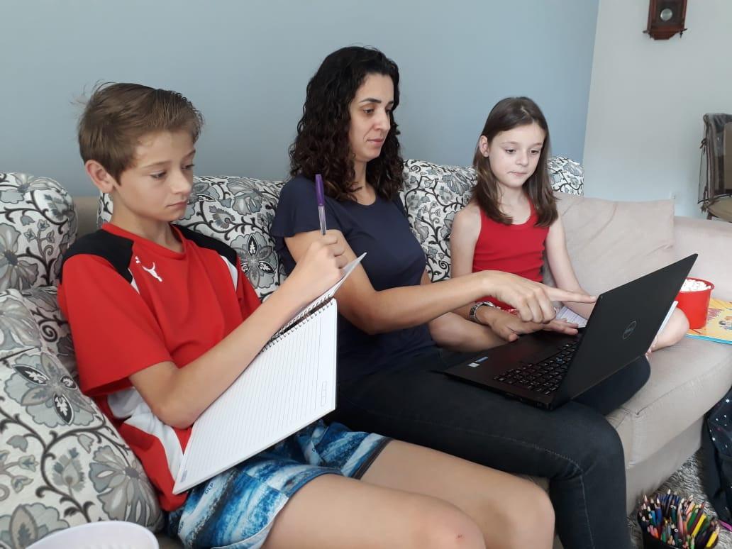 Plataforma online auxilia alunos a manterem hábitos de estudo durante recesso
