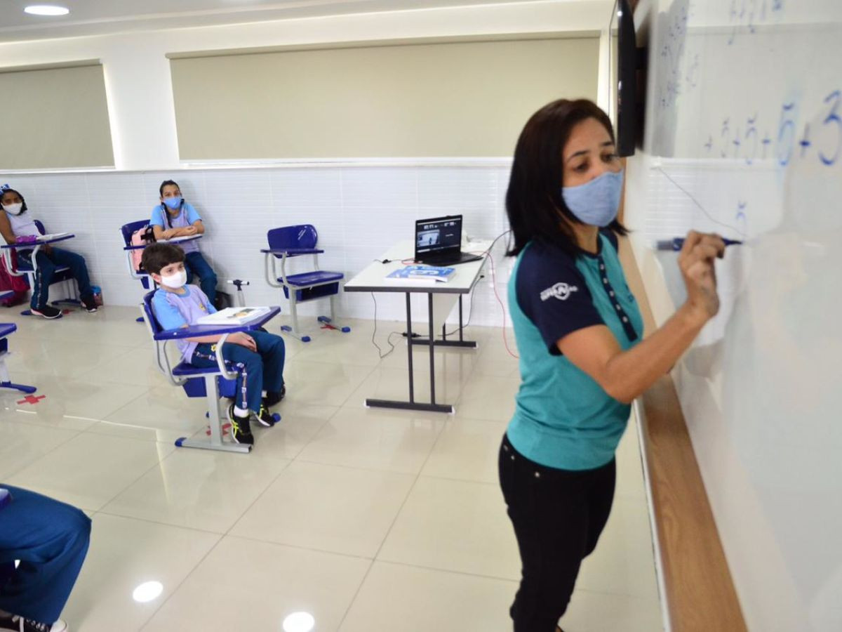 CAA vira matéria na Folha sobre volta as aulas em 2021