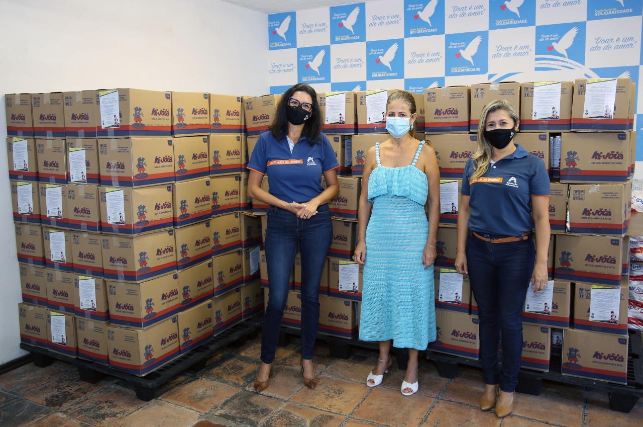 Rede Adventista do litoral doa centenas de cestas básicas
