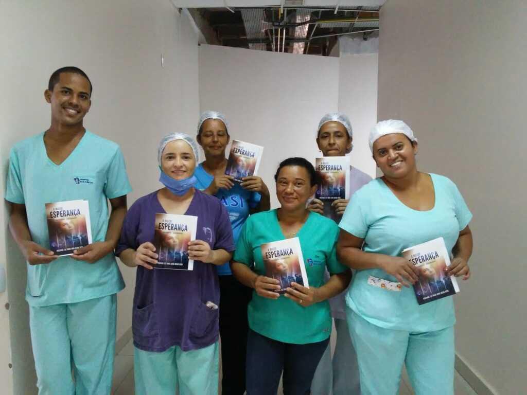 Ação da Escola Adventista nos Hospitais de Montes Claros
