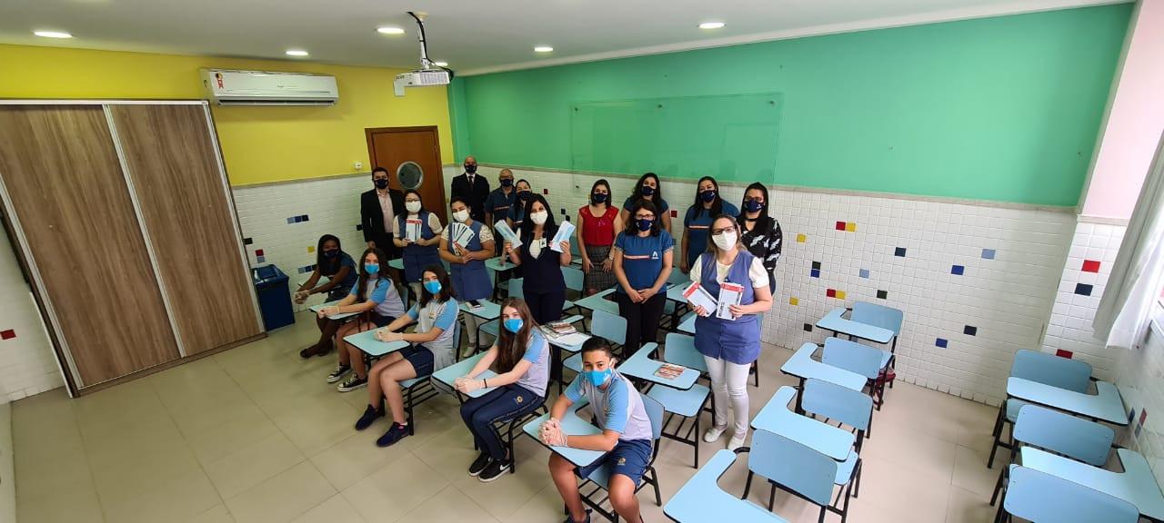 Colégio recebe representantes do Hospital América, para homenagem