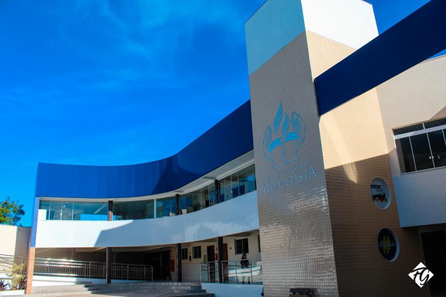 606ad90c519d Em 1948 sob a direção do pastor Luis Gianini, foi construído a primeira  Escola Adventista Urbana de Pelotas. Era preciso oferecer educação integral  para as ...